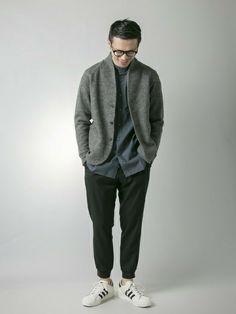 ジャケット感覚で着られるメルトンのカーディガン。今期のニットアイテムの中ではベスト3に入る人気です。