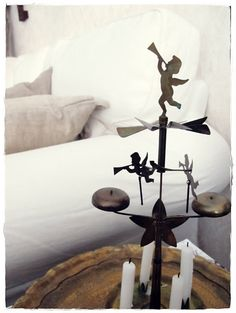 Angel bells, warm air from lid candels make the angels go around and klinging the bells while spinning. Christmas Feeling, Christmas Wishes, Christmas Holidays, Christmas Decorations, Xmas, Holiday Decor, Norwegian Christmas, Nordic Christmas, Rustic Christmas