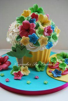 Hawian theme giant cupcake
