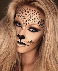 Looking for for ideas for your Halloween make-up? Browse around this website for cute Halloween makeup looks. Cute Halloween Makeup, Halloween Makeup Looks, Easy Halloween, Costume Halloween, Halloween Party, Women Halloween, Halloween Season, Halloween Skull, Halloween Noir