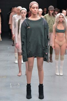 Kanye West x Adidas Originals Fall 2015 Ready-to-Wear Collection - Vogue Fashion Fail, Fashion Show, Fashion Design, Yeezy Fashion, Sneakers Fashion, Adidas Originals, Looks Kim Kardashian, Yeezy By Kanye West, Kanye Yeezy