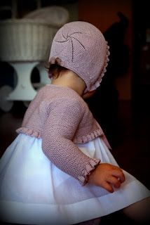 Com - Diy Crafts - maallure Crochet Round, Crochet Baby, Knitting For Kids, Baby Knitting, Knitted Dolls, Knitted Hats, Baby Girl Fashion, Kids Fashion, Knit Baby Sweaters