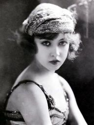 """jazzage: """" Doris Eaton Travis (March 1904 – May was a Broadway and film performer, dance instructor, and author. She was also the last surviving Ziegfeld girl. Passed away at age In she and four former Ziegfeld Girls reunited. Images Vintage, Vintage Pictures, Vintage Photographs, Vintage Glamour, Vintage Beauty, Vintage Fashion, Ziegfeld Girls, Foto Fashion, Roaring Twenties"""