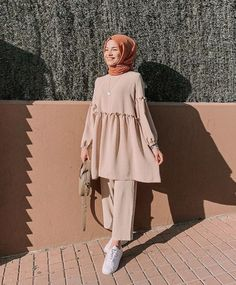 Pin by ima on blouse & shirt in 2019 hijab fashion, hijab outfit, stree Hijab Fashion Summer, Modest Fashion Hijab, Modern Hijab Fashion, Street Hijab Fashion, Hijab Fashion Inspiration, Muslim Fashion, Modest Outfits Muslim, Church Outfits, Bollywood Fashion