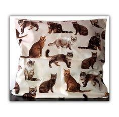 Handgearbeiteter Kissenbezug, im Maß 50x50cm. Als Liegeplatz für Katzen oder als Sofakissen für Katzenfans :-)