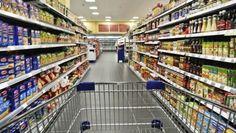 Guardia giurata sorpresa ad alleggerire le casse continue dei supermercati per i quali svolgeva il servizio di trasporto valori