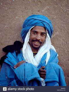blue-man-of-the-desert-berber-tribe-morocco-B649GG.jpg (1040×1390)