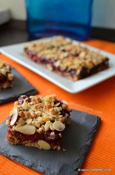 Prajitura crumble cu visine si fulgi de ovaz | Savori Urbane Sweet Recipes, Cake Recipes, Dessert Recipes, Romanian Desserts, Protein, Raw Vegan, Love Food, Sweet Treats, Deserts