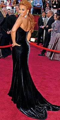 Beyonce Knowles wearing Versace queen-b-beyonce Red Carpet Dresses, Ball Dresses, Evening Dresses, Celebrity Gowns, Celebrity Style, Beyonce Pictures, Oscar Fashion, Oscar Dresses, Black Velvet Dress