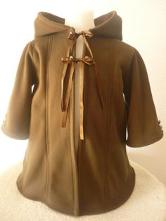 Pixie fleece jasje vest puntmuts bruin fleece door AvalondesignsNL www.etsy.com/shop/AvalondesignsNL