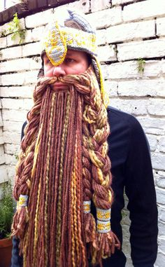 Crochet lord of the rings Gimli helmet and detachable beard. @Gabi Young you should try crocheting this beard hat!!! That would take you all year! Make Andrew look like a Viking!