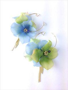 murrayの定番、アジサイの花びらを使ったフープピアス。チェーンは細身のものを選び女性らしい柔らかい印象に仕上げました。バックスタイルにはさりげなくハートが... ハンドメイド、手作り、手仕事品の通販・販売・購入ならCreema。