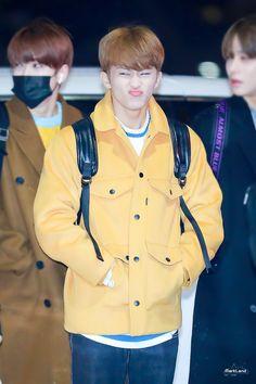 simon says stop the rain ㅜㅜ Nct U Members, Nct Dream Members, Nct 127 Mark, Mark Nct, Winwin, Fashion Mark, Exo, Lee Min Hyung, Baby L