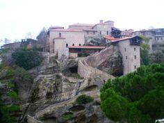 Fotografía: Laura Varela- Meteoras. Kalambaca Mykonos, Santorini, Macedonia, Albania, Montenegro, Dubrovnik, Tours, Mansions, House Styles