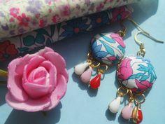 *Love*  Stoffknopf Ohrringe mit Blumen und Steinen von Happy Lilly auf DaWanda.com