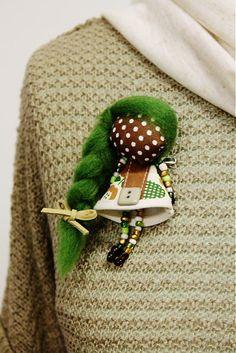 Brošňa mini MARA zelené jabĺčko /hnedo-zelená / by maramanufaktura - SAShE.sk - Handmade Odznaky/Brošne