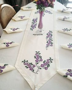 Embroidery table runner and napkins Cushion Embroidery, Hand Embroidery Flowers, Modern Embroidery, Hand Embroidery Patterns, Diy Embroidery, Embroidery Designs, Cross Stitch Pattern Maker, Cross Stitch Patterns, Towel Crafts