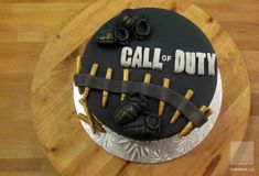 Totally want to make this cake for my boyfriend's birthday!  lol