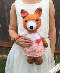 Amigurumi Emma The Fox Crochet Animal Patterns, Stuffed Animal Patterns, Crochet Patterns Amigurumi, Crochet Dolls, Crochet Fox, Cute Crochet, Crochet Animals, Crochet Yarn, Pinterest Crochet Patterns