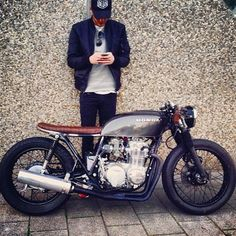 #Honda #cb550four #caferacer Gaaawd! I would die on road riding this beauty.