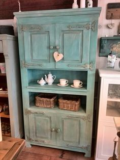 Kast in Aqua Ibiza can Anne's Shabby paint. Reenidee