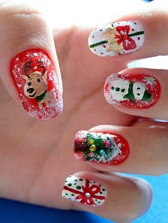 Christmas Nails I can't stop looking at Christmas nail art. Maybe I should start attempting this stuff early.