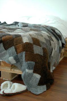 Bekijk dit items in mijn Etsy shop https://www.etsy.com/nl/listing/223643032/handgebreide-grote-luxe-plaid-deken