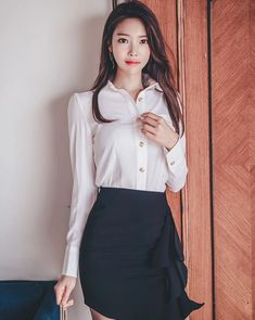 Korean Girl, Asian Girl, Jung Yoon, Cute Faces, Trending Memes, Cool Style, Fashion Beauty, High Waisted Skirt, Ruffle Blouse