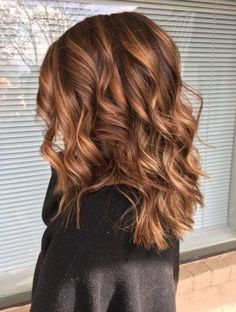 Mittlere Dimension braun mit warmen Highlights avedaibw flhairbylo inspo Medium dimension brown w Hair Color Auburn, Ombre Hair Color, New Hair Colors, Blonde Color, Brown Hair Colors, Color Red, Colour, Brown Hair Balayage, Brown Ombre Hair