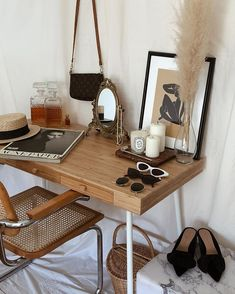 Kardashian Home Interior Chic Office Decor – office inspiration workspaces Medical Office Interior, Office Interior Design, Office Interiors, Home Interior, Black Interiors, Apartment Interior, Decoration Chic, Decoration Design, Boho Decor