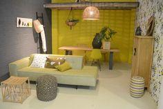 Stijlkamer bij Loods 5 met een stoere eiken tafel van Leven in Stijl meubelwinkel