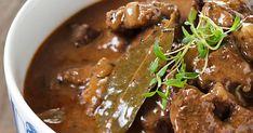 Mehevä palapaisti on perinteinen syksyn ja talven liharuoka. Pyöristä liemen maku halutessasi kermalla ja keitä lisukkeeksi perunoita. Katso resepti! Pork Recipes, Snack Recipes, Cooking Recipes, Snacks, Good Food, Yummy Food, Bon Appetit, Feta, Curry
