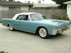 Scenes Of A Classic 1961 Lincoln Continental Convertible - LCT Magazine
