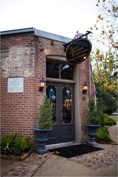 Rustic Wedding Venue ~ Butler's Courtyard ~ Houston Wedding Venue ~ Photo: Motley Melange