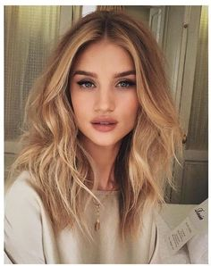 Golden Blonde Balayage for Straight Hair - Honey Blonde Hair Inspiration - The Trending Hairstyle Hair Day, New Hair, Wavy Hair, Soft Hair, Hair Cuts Lob, Hair Bangs, Shiny Hair, Ombre Hair, Hair Inspo