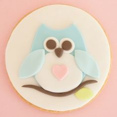 How to decorate cookies with rolled fondant   CakeJournal   How to make beautiful cakes, sweet cupcakes and delicious cookies