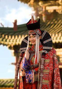 Traditional Mongolian Dress | © zagasaa