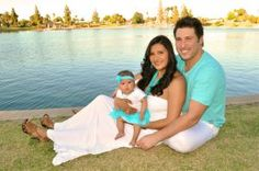 Family Portrait - Summer Outfit Color Idea - Turquiose & White