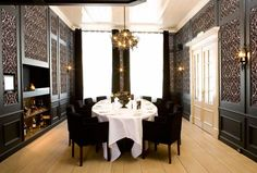 black and white makes for a formal dining room!