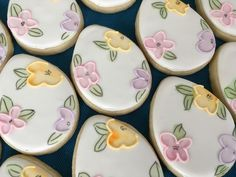 Flower Cookies, Easter Cookies, Easter Treats, Cupcake Cookies, Easter Desserts, Cupcakes, Iced Sugar Cookies, Paint Cookies, Candy Making