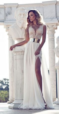 We're blown away by these amazing beach wedding dresses from top-notch designers like Anna Campbell and Julie Vino. Elegant silhouettes flowing in the wind and delicately gracing warm sand is just what we picture when we imagine the most perfect wedding by the ocean! Let these bohemian-chic beach wedding dresses, including lovely lace and striking details, take […]
