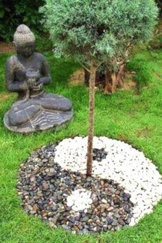 Zen rock garden ideas and beautiful zen garden ideas for backyard Japanese Garden Landscape, Small Japanese Garden, Mini Zen Garden, Japanese Garden Design, Japanese Style, Japanese Gardens, Japanese Garden Backyard, Zen Rock Garden, Garden Fun