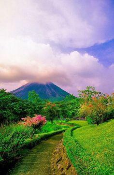 Volcán Arenal en español, es un estratovolcán andesítico activo en el noroeste de Costa Rica, a 90 Km al noroeste de San José, en la provincia de Alajuela, cantón de San Carlos