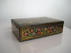 Cloisonne Style Vintage Biscuit Tin Vintage Tins, Vintage Stuff, Biscuits, Decorative Boxes, Old Things, Trays, Heart, Home Decor, Style