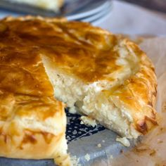 Such a comforting pie. It uses ricotta cheese instead of cream. Easy to make, so you'll just have to prepare it! Recipes Using Ricotta Cheese, Recipe Using Ricotta, Cheese Pie Recipe, Cheese Pies, Milk Recipes, Cooking Recipes, Cake Recipes, Yummy Recipes, Puff Pastry Desserts
