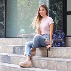 """3,156 Me gusta, 56 comentarios - Natalia Merino Stapleton (@cinnamonstyle) en Instagram: """"Así son mis outfits para ir a la universidad y así de chinita me veo en mis clases de las 7am …"""""""