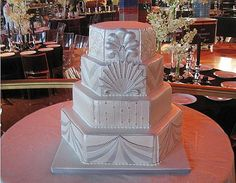 http://www.oodora.com/wp-content/uploads/2008/12/white-art-deco-wedding-cake.jpg Super love