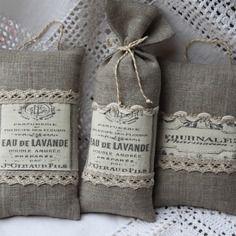 Sac de  lavande en lin / dentelle / étiquette parfum ancienne