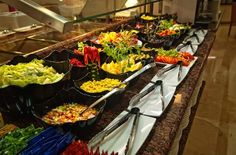 Servicio #buffet, cocina en vivo, menú para celiacos #hoteles #Benidorm  Buffet service, show cooking, special menu for celiacs.
