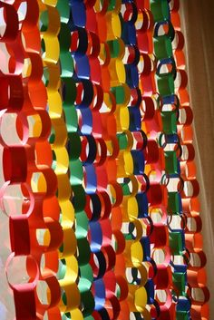 Just like back un thw day at school!!! paper chains alternative to tired old streamers